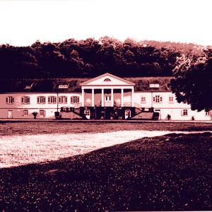 In der Akademie Schloss Rotenfels können Schüler unter fachkundiger Leitung Siebdruck lernen.